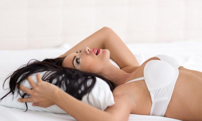 γυναίκες δίνουν στοματικό σεξ