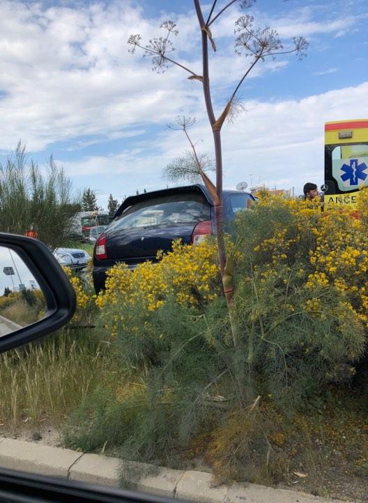 Τροχαίο ατύχημα συνέβη γύρω στις δύο και τριάντα το μεσημέρι στη λεωφόρο Σπύρου Κυπριανού στη Λευκωσία και συγκεκριμένα στο δρόμο μεταξύ των κυκλικών κόμβων Στροβόλου και Αρχαγγέλου.   Κάτω από συνθήκες που διερευνόνται