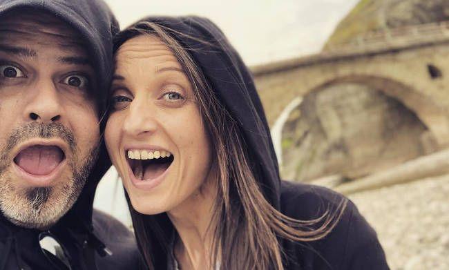 Πώς να γράψετε ένα καλό διαδικτυακό προφίλ γνωριμιών (συμβουλές για τις γυναίκες)