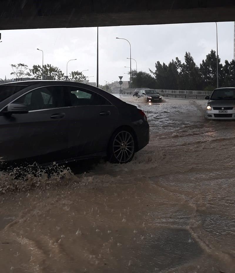 ΔΕΙΤΕ ΕΠΙΣΗΣ: Κρήτη: Τρυπούν τα ρεζερβουάρ των αυτοκινήτων.