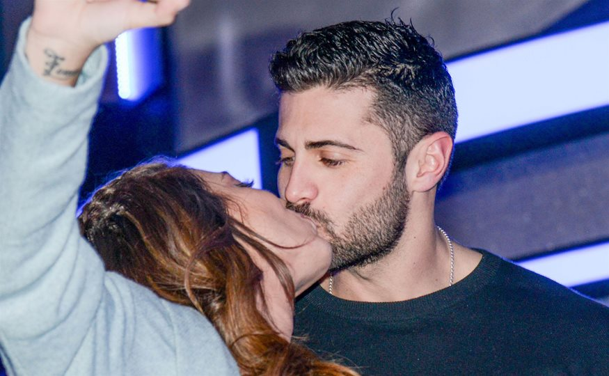Dating πάνω από 50 πρώτο φιλί