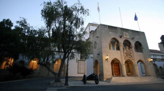 Δεν απαντά η Κυβέρνηση για τους ισχυρισμούς Ταλάτ