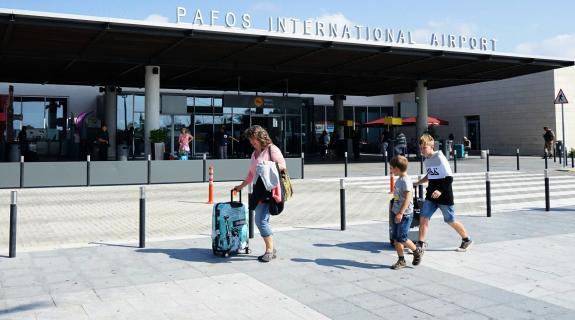 15 αφίξεις στο αεροδρόμιο της Πάφου, μεταξύ αυτών και πέντε από Ηνωμένο Βασίλειο