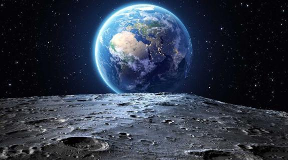 Η NASA ανίχνευσε νερό στη Σελήνη, χωρίς καμία αμφιβολία