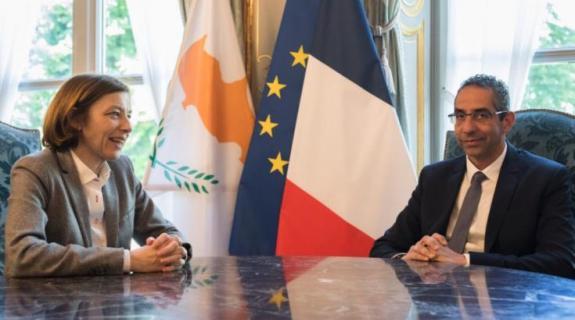Έπεσαν οι υπογραφές για την αμυντική συνεργασία Κύπρου - Γαλλίας
