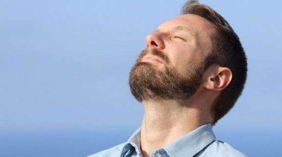 Ήξερες ότι υπάρχουν....breatharians και τρέφονται (μόνο) με αέρα;