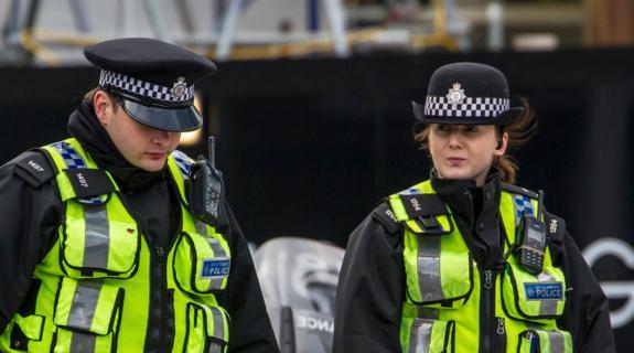 Μάντσεστερ: Αναφορές για ένοπλο άνδρα σε εμπορικό κέντρο έσπειραν τον πανικό