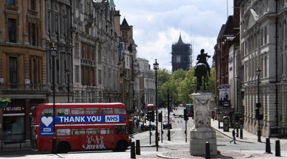 Βρετανία: Μειώνεται η καραντίνα για τους ταξιδιώτες που είναι αρνητικοί στον ιό