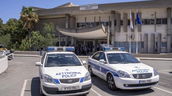 Αρνούνται ανάμειξη στην υπόθεση παρενόχλησης ο αστυνομικός και η σύζυγος του
