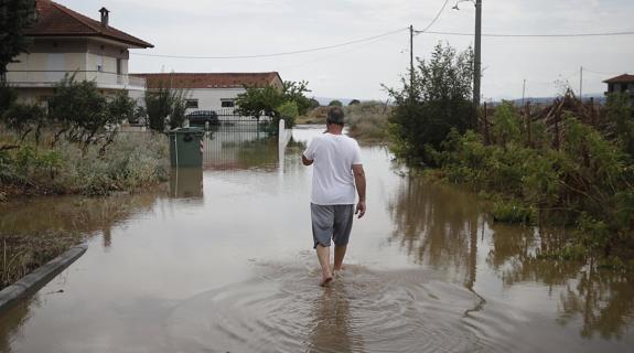 Κακοκαιρία στην Ελλάδα: Πληροφορίες για δυο νεκρούς, πλημμύρες και καταστροφές