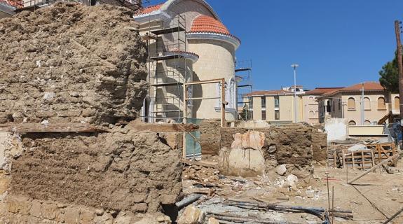 Εντός 14 μηνών η ανοικοδόμηση των διατηρητέων δίπλα από τον νέο Καθεδρικό Ναό