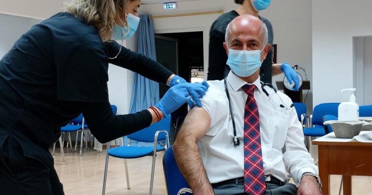 Ανόητο ότι το PD φαίνεται να έχει εμβολιαστεί με νερό (VIDEO)