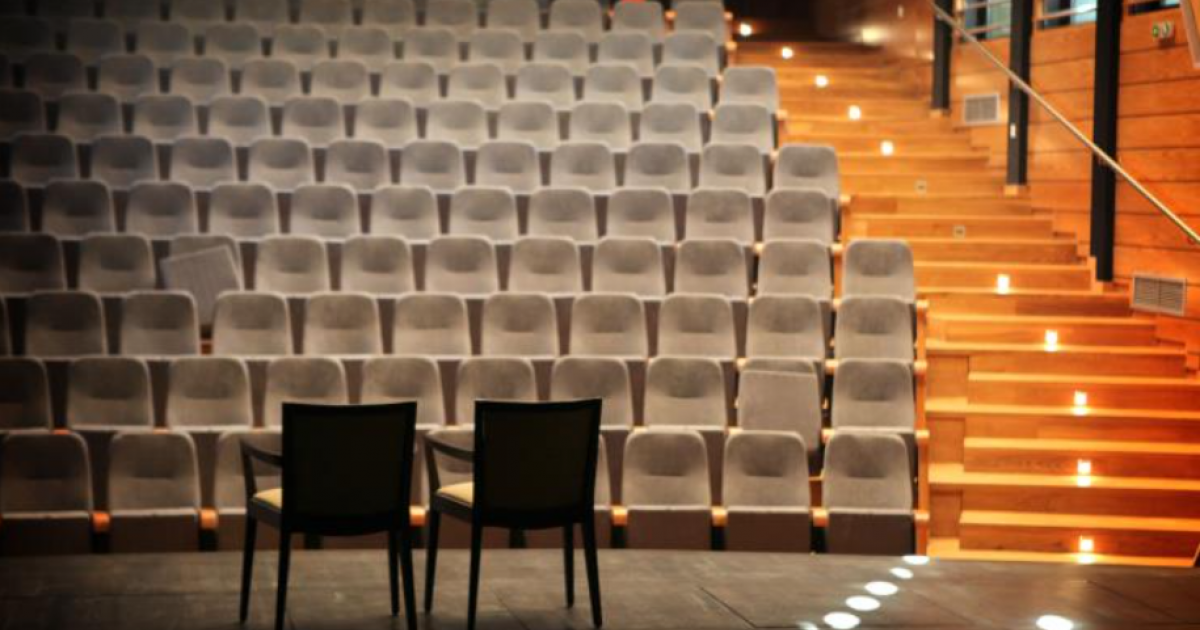 Ψάχνουν για κάποιον που έστειλε Κύπριους ηθοποιούς στο καμαρίνι του σκηνοθέτη (BINTEO)