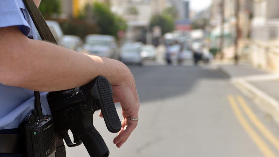 Βγαίνω με μια γυναίκα αστυνομικός